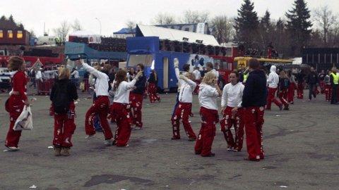 RUSSEFEIRING: Russen er i gang på Tryvann, men sangen som spilles skaper sterke reaksjoner.