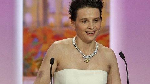 Juliette Binoche vinner skuespillerprisen i Cannes for sin innsats i Abbas Kiarostamis Certified Copy.