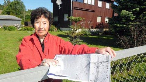 FORTVILER: Laila Jensen fortviler etter at en planlagt rundkjøring kan koste henne hjemmet.
