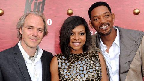 REGISSØR Harald Zwart med Taraji P. Henson, som spiller Jaden Smiths mor i «Karate Kid», og Will Smith som er filmens produsent - og hovedrollen Jaden Smiths far.