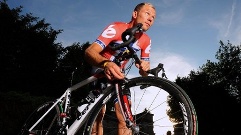 FERSKE: Tim De Waele og procycling.no gir deg de første bildene av Thor Hushovd i hans nykomponerte mesterskapstrøye!