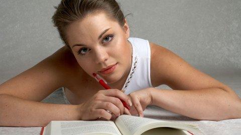 Med noen enkle triks kan du gjøre unna eksamenslesingen raskt og effektivt.
