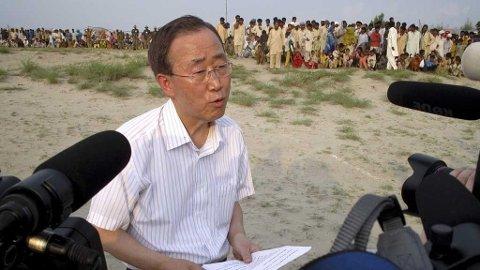 BAN KI-MOON: FNs generalsekretær omtaler krisesituasjonen i flomrammede Pakistan som «hjerteskjærende» og det verste han noen gang har sett.