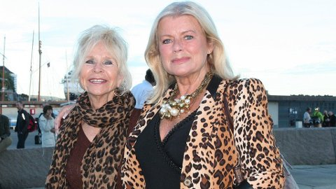 TO FESTLIGE DAMER: Edna Falao og Ingeborg Sørensen gledet seg til en hyggelig fest.