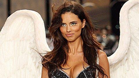 ENGEL: Adriana Lima (27) har vært en Victoria's Secret Angel siden 2000, og er også kjent som talskvinne for kosmetikkmerket Maybelline.