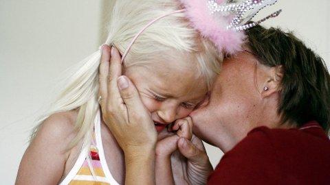 MØDRE kan forstå sine døtre bedre enn sine sønner, men de er sannsynligvis også mer åpne for å kjefte på døtrene.