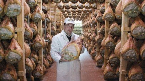 I Massimo Borchinis kjeller dufter det fersk brødskorpe, mugg og på toppen et hint av salt.
