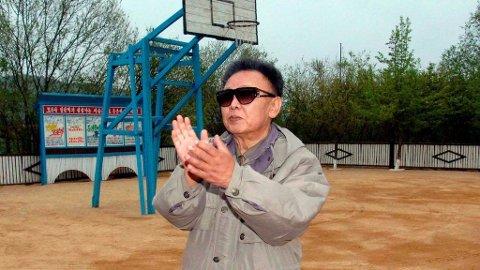 Klesstilen til Kim Jong-Il er blitt et fenomen over hele verden. Og han er antakelig en djevel i basketball.