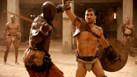 Sverdkamper og mange fine damer med lite klær. Serien Spartacus, med Andy Whitfield i tittelrollen, bør bli populær blant gutta.