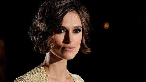 KEIRA KNIGHTLEY er et moteikon for mange. Her i en Chanel-kjole, som er et designhus 25-åringen fronter.