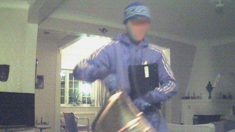 28-åringen brøt seg inn i et hus i Oslo, men ante ikke at han ble fotografert av et privat overvåkingskamera, utløst av en bevegelses-sensor.