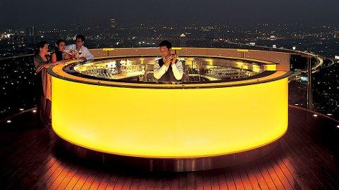 Himmelhøye barer er populære og behagelige pusterom i storbyen Bangkok, og Lebua Hotel i State Tower er en av de beste.