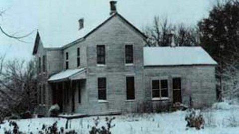 Skrekkens hus, originalen. I dette dystre bildet kan du ane ondskapen som ble avdekket inne i huset der Ed Gein bodde alene i 12 år.