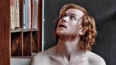 ROLF KRISTIAN LARSEN som Jarle Klepp i «Jeg reiser alene», en norsk film mange venter på etter suksessen men «Mannen elsker Yngve».