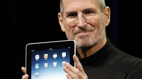 Selv om Apple-sjef Steve Jobs prøver å holde kortene (og brettene) tett til brystet, lekker stadig nye opplysninger ut om Ipad 2.