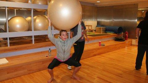 WATERBALL-timen gir kroppen en utfording, ved å kombinere vann og ball.