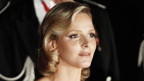 Charlene Wittstock stilte i to antrekk signert Georgio Armani i forbindelse med nasjonaldagen i november. Armani har også ansvaret for hennes brudekjole.