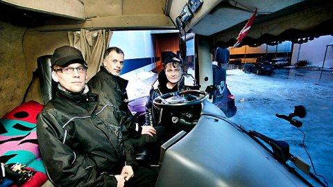 Her er kameraet montert i frontruten. Sjåførene Jarle Myrheim og Alf Erik Aspås synes det er bra med kameraet. Byrknes Autos avdelingeleder i Tromsø, Kai-Morten Mortensen, har gjennomført testingen med kamera, som nå kommer i alle selskapet trailere.