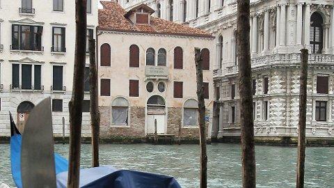 SUPERSTJERNEN har kjøpt dette huset som er under restaurering i Venezia.