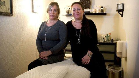 Jannicke F. Navarro-Lopez (t.v.) og Sissel Helen Solheim driver JaSis Kroppspleie sammen. Daglig får de flere telefoner fra menn som ber om seksuelle tjenester. Det avvises kontant.