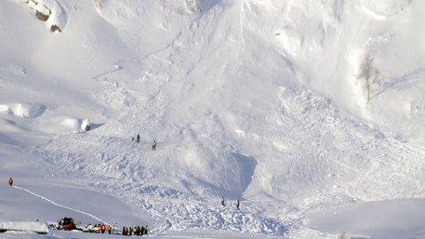 STOR SKREDFARE: Skredet ved Eikedalen kostet to menneskeliv den 11. februar. I helga døde ytterligere to personer etter to forskjellige snøskred i Norge, og skredfaren beskrives nå som stor, særlig i Nord-Norge.
