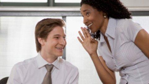 SNAKKESALIGE MENN: Det er faktisk ikke kvinner som snakker mest iløpet av en dag. Det er menn.