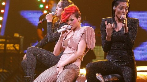 Rihanna, lakenlek-frekk i både tekster og bevegelser.