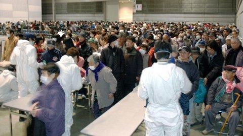Evakuerte mennesker i Japan fra Kawauchimura. Dette stedet ligger innenfor de 30 kilometerne myndighetene har anbefalt å evakuere.