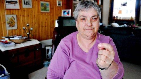 SYNDEREN: Mary Strømmen er ikke fornøyd med Sykehuset Namsos' håndtering av fiskebeinet som hadde satt seg fast i halsen hennes. Hun mener det er ressursmisbruk å bli sendt til Trondheim, når inngrepet var over på to minutter.