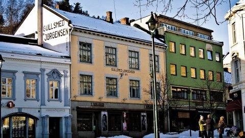 Ved Søndre Torv i Hønefoss kan du handle noe fint hos Fru Hagen.