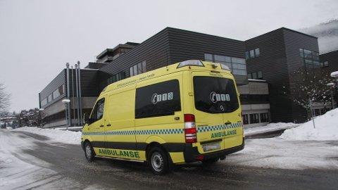 En ambulansearbeider blir gransket av fylkeslegen fordi vedkommende sovnet på vakt.