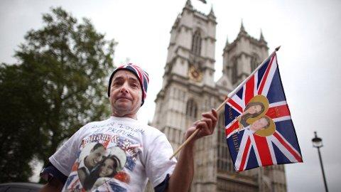 56-årige John Loughrey var allerede mandag kveld på plass utenfor Westminster Abbey.