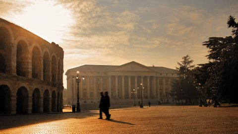 Verona er kjent for sitt romerske amfiteater kalt Arena di Verona, som er over 50 år eldre enn Colosseum i Roma.
