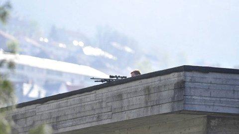 Politiet utplasserte også snikskyttere.