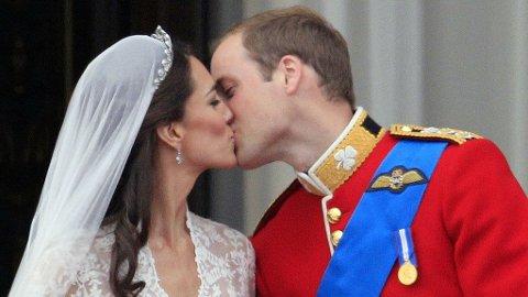 ENDELIG: Kate og William viste verden sin kjærlighet.