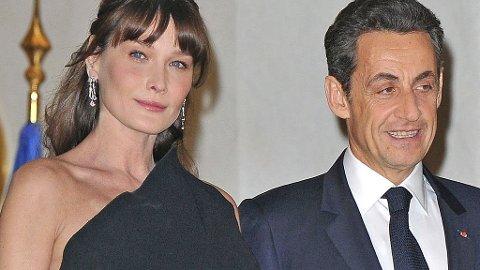 VENTER BARN: Carla Bruni-Sarkozy og Nicolas Sarkozy.