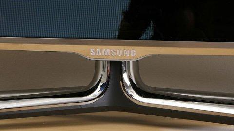 Rammen rundt skjermen er kun en centimeter tykk og er laget i aluminium.