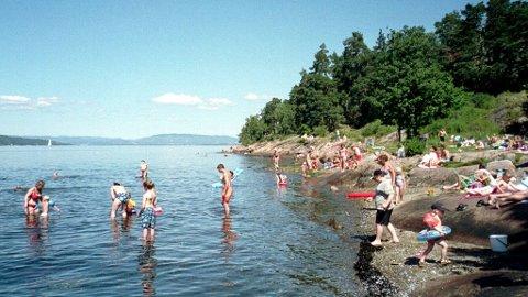 VARMT: Ved Bestemorsstranda er det høy badefaktor om sommeren.