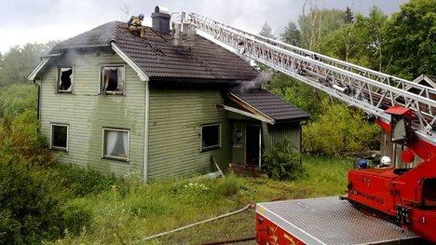 HER SLO LYNET NED: Lynet skal ha slått ned i dette huset.