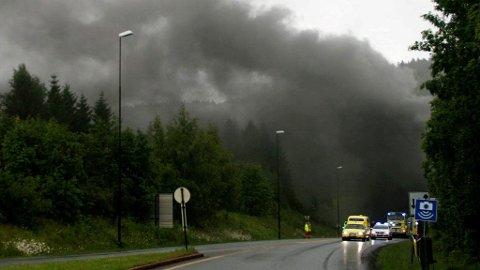 DRAMATISK: Røykskyen sto høyt da det brøt ut brann i Oslofjordtunnelen.