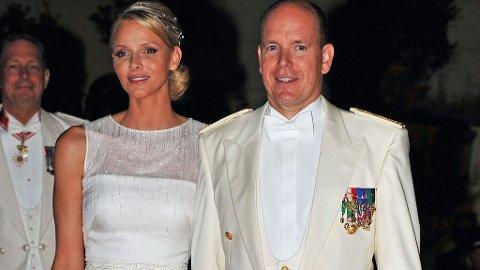 BRYLLUPSMOTTAGELSE: Etter to vielser kunne prinsesse Charlene og fyrst Albert senke skuldrene og kose seg på etterfest.