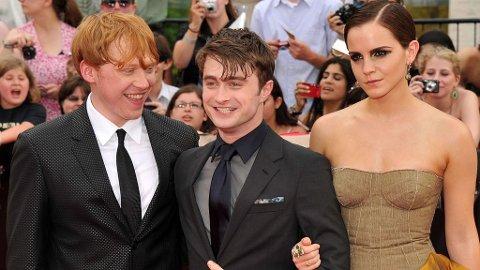 HARRY POTTER-stjernene Rupert Grint, Daniel Radcliffe og Emma Watson på den røde løperen.