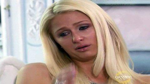TÅREVÅT: Paris Hilton tok til tårene.