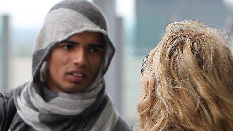 MADONNA og kjæresten Brahim Zabat ankommer London med hele Madonnas familie.