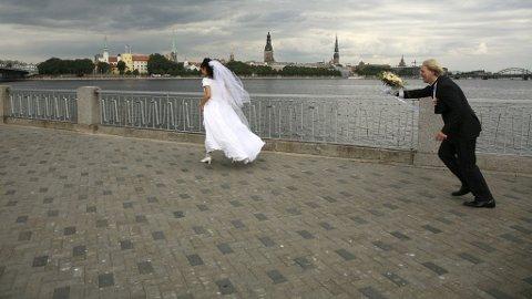 Kanskje du kan ta bryllupet i Riga?