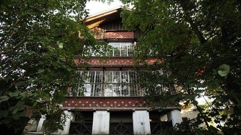 SKREKKENS HUS: I dette huset ble de to døtrene holdt fanget og seksuelt misbrukt av sin far i 40 år.