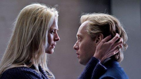 SYNNØVE MACODY LUND som Diana og Aksel Hennie som Roger i «Hodejegerne».