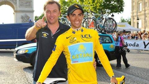 Johan Bruyneel Alberto Contador gul trøye Tour de France 2009.
