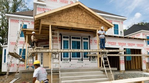 Boligbygging construction spending housing starts snekker