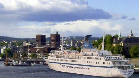 Initiativtager Knut Rickoff Christensen ønsker å bygge flytende studenthybler ved kaia i Oslo, men foreløpig finnes det ikke stor nok kaiplass. - Det står i reguleringsplanen til ruter at de skal flytte til rådhuskaia. Dersom dette skjer i løpet av kort tid åpner det seg en mulighet, sier Christensen.